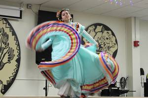 Carousel_image_4dc14dc3be45f25b6087_1eda5a467f4343fd2ca1_los_quetzales_mexican_dance