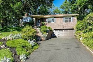 12 Woodfern Rd, Summit NJ: $675,000