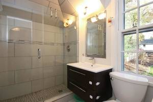 2nd Floor Full Bathroom 2