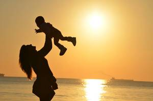 Carousel image 4efcdf658853f6139bfb mother holding up child in sunset429158 1920