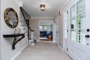33_WindsorRd_foyer_web.jpg