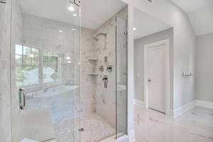 18 - Luxurious Bath (3 of 3).jpg