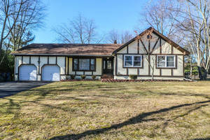 Newly Updated 4 Bedroom Ranch in Wayside!