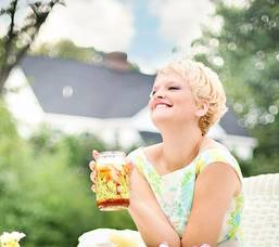 Carousel image 5f1555b501fc7c63686f 4 reasons to buy this summer smiling woman house 635267 1920