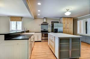 015_Kitchen .jpg