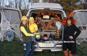 Carousel_image_6001468431b37c7bb89d_trunk_or_treat_2019