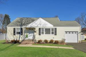 15 Burch Drive, Morris Plains