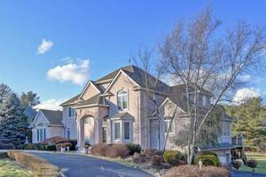 Stunning Luxury Home in Holmdel!