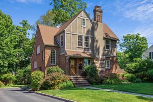 5 Evergreen Road, Summit, NJ: $1,095,000