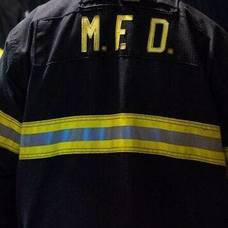 Carousel_image_6bd33a183ed638aea798_15a0535aada0b01cd059_firefighters_install_smoke_detector