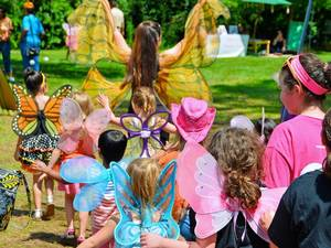 Carousel_image_7121d4ce2457f16946dd_butterfly-festival_aug2014-2