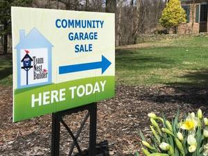 Carousel_image_73763825e06ff14e2416_community_garage_sale_lawn_sign_in_front_lawn__1_