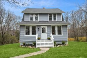 Fully renovated home in beautiful Kinnelon!
