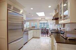 27_ColonyDr_kitchen-3_web.jpg