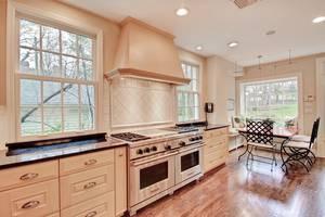 15 - Kitchen (2 of 3).jpg