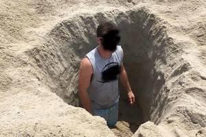 Carousel_image_7cb7cea35ec6278769af_b3835c9214b3293cd05b_beach_hole_digging_warning
