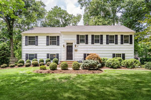 37 Heron Rd, Livingston NJ: $630,000