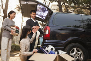 Carousel image 820e4592f024a0b51a8c bigstock parents unpacking car for a mo 50567387
