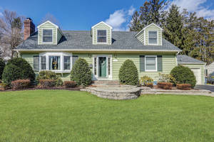 112 Essex Road, Summit, NJ: $899,000