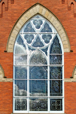 Carousel_image_84ab8a286a50bcdf8c83_spring-church-exterior
