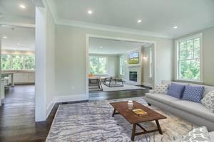 05 - Living Room.jpg