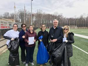 Carousel image 86c189dd82b586f26457 april 12 2018   group on snyder turf field 1