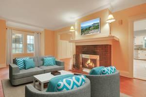 03 - Living Room (1 of 2).jpg