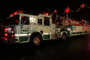 Carousel_image_8f5724182650af445767_fire_truck_parade_hess_hess_truck