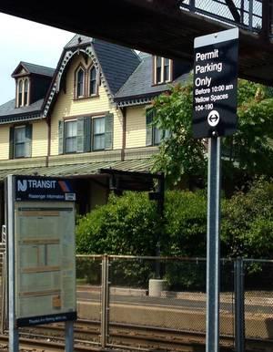 Carousel_image_91f03a7e8948b1c8a5f5_njt_lot_parking_sign_-_station_house
