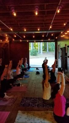 Carousel_image_9314ca73aaf19a9d8539_women_s_yoga_event_masker_s_barn