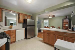 1710 Ramapo Way Scotch Plains-large-011-014-Kitchen-1500x1000-72dpi.jpg