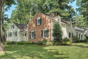 54 Silver Lake Drive, Summit, NJ:$1,550.000