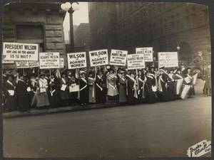 suffragists-protest-woodrow-wilsons-opposition-to-woman-suffrage-october-1916-1024.jpg