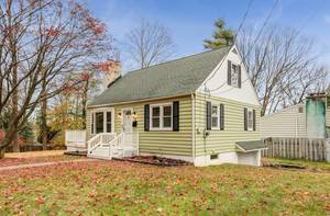 3BR Charmer in Sparta's Lake Mohawk Community