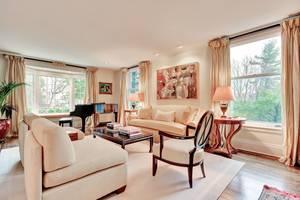 08 - Living Room (1 of 2).jpg