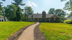Gorgeous Sleepy Hollow Raised Ranch on 936 Belvidere Ave