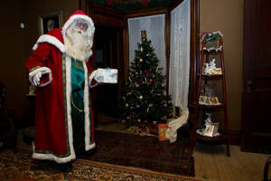 Carousel_image_a5ad2697e90eaaa2f725_father_christmas3