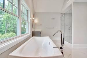 17 - Luxurious Bath (2 of 3).jpg
