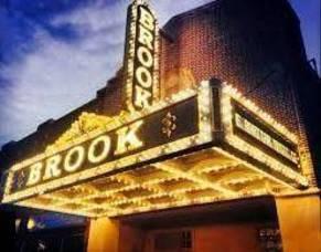 Carousel_image_a73d526b3e9f45ce9084_sompixbrooktheaternight