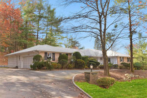 7 Lawrence Drive, Short Hills NJ:  $1,050,000