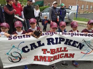 Carousel image ab165793a78b539ff95f baseball parade