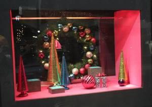 Carousel_image_ac5bec5e09a4ee1b9623_troi_jewlers_christmas_window_a