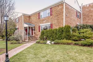67-73 New England Ave, Unit 69C: $745,000