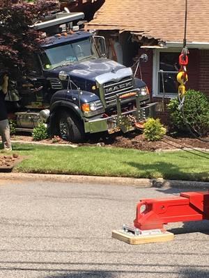 Carousel image b0daeffd909ab4973595 dump truck crash 2
