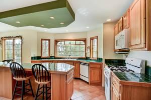 011_Kitchen .jpg