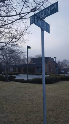 Carousel image b41450fd2118a869b0ff 4f26952943b7daec6b81 fl qc street corner sign