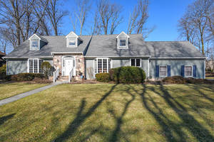 34 Woodmere Dr, Summit NJ: $1,095,000