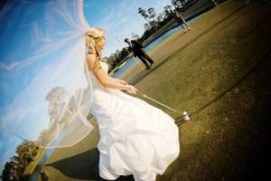 Carousel_image_b8ecc05a81eb9c6c0889_bride_on_golf_course