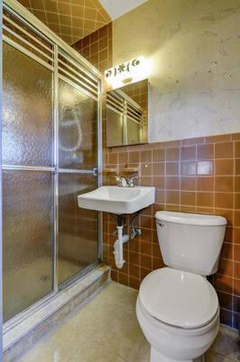 76 White Pl Clark NJ 07066 USA-large-021-014-Bathroom-665x1000-72dpi.jpg