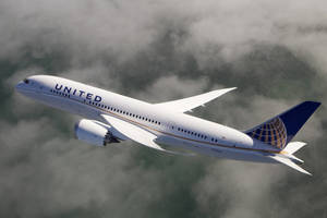 Carousel_image_ba63303ffce359747d3c_united_787_dreamliner_clouds